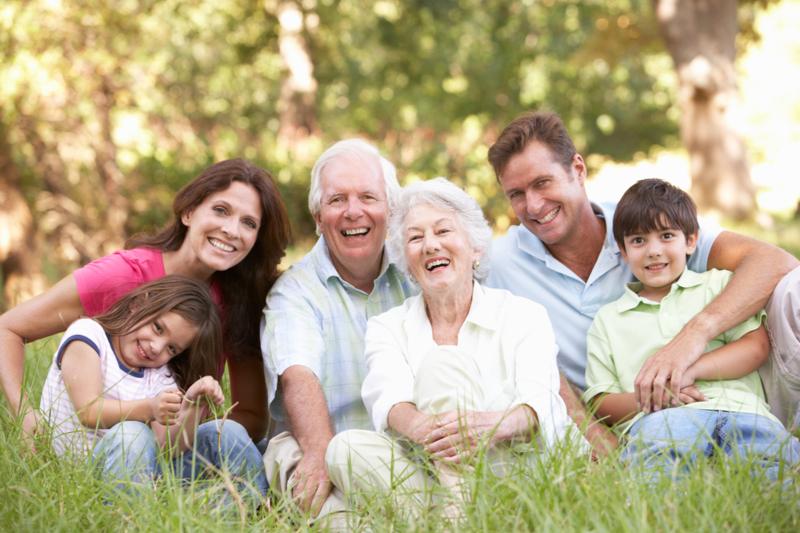 Получить налоговый вычет за лечение пенсионера могут его работающие родственники