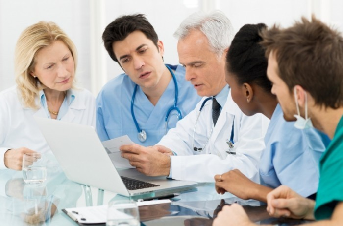 Продление больничного листа происходит после совещания нескольких врачей