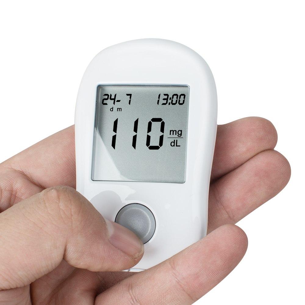 Проверка уровня сахара в крови глюкометром