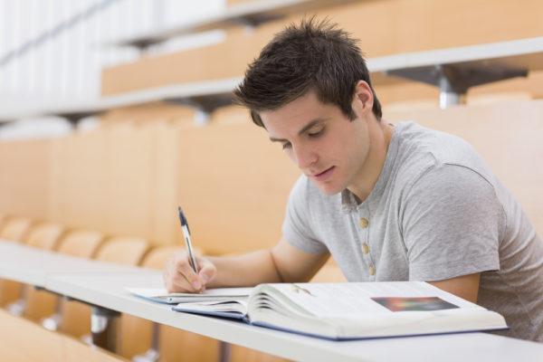 Студент очного отделения не может получать два вида пенсии по потере кормильца