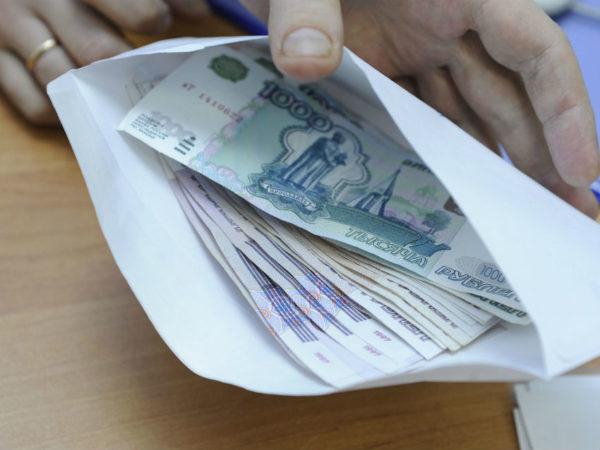 В соответствии с федеральным законом от 4 марта 2002 № 21-ФЗ неработающим Героям РФ положена доплата, которая ежегодно индексируется