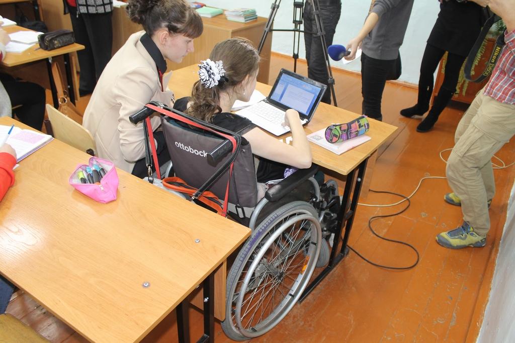 В зависимости от состояния здоровья, ребенок-инвалид может обучаться как в специализированных школах, так и в школах общего типа