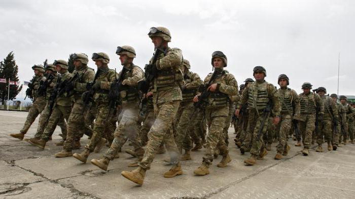 Военнослужащие имеют право на десятидневный оплачиваемый отпуск по семейным обстоятельствам