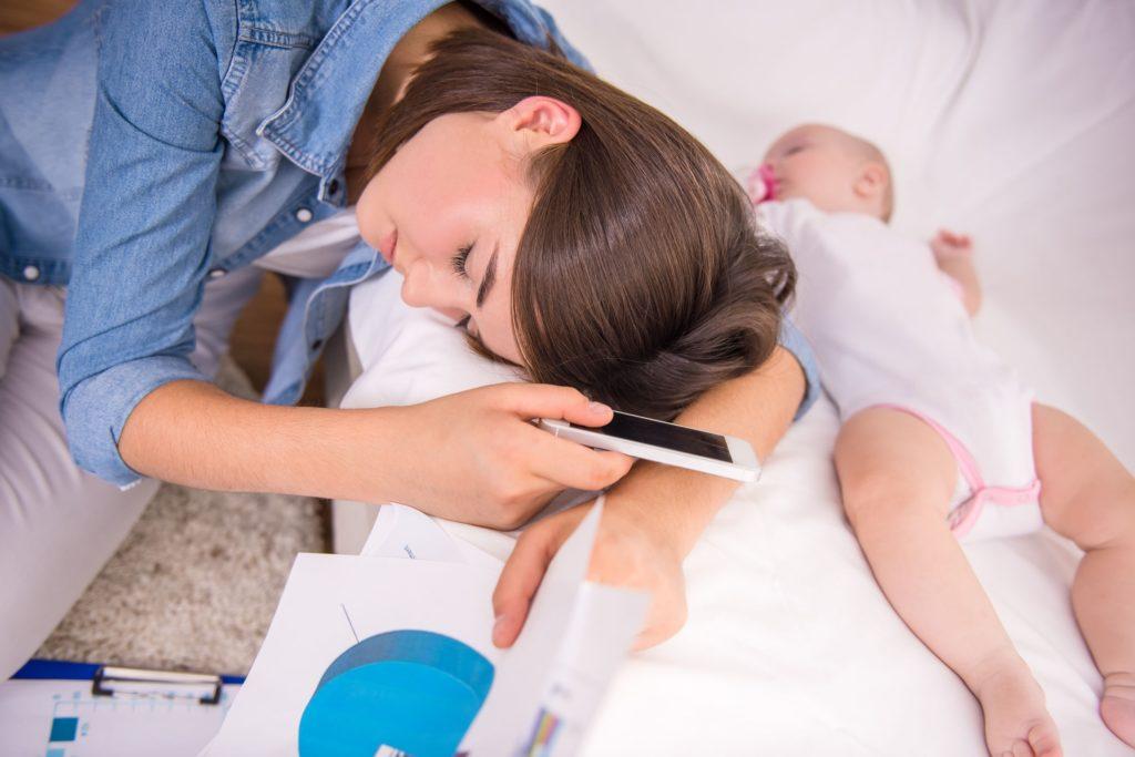 Нахождение жены в декретном отпуске не является препятствием для получения мужем больничного по уходу за ребенком