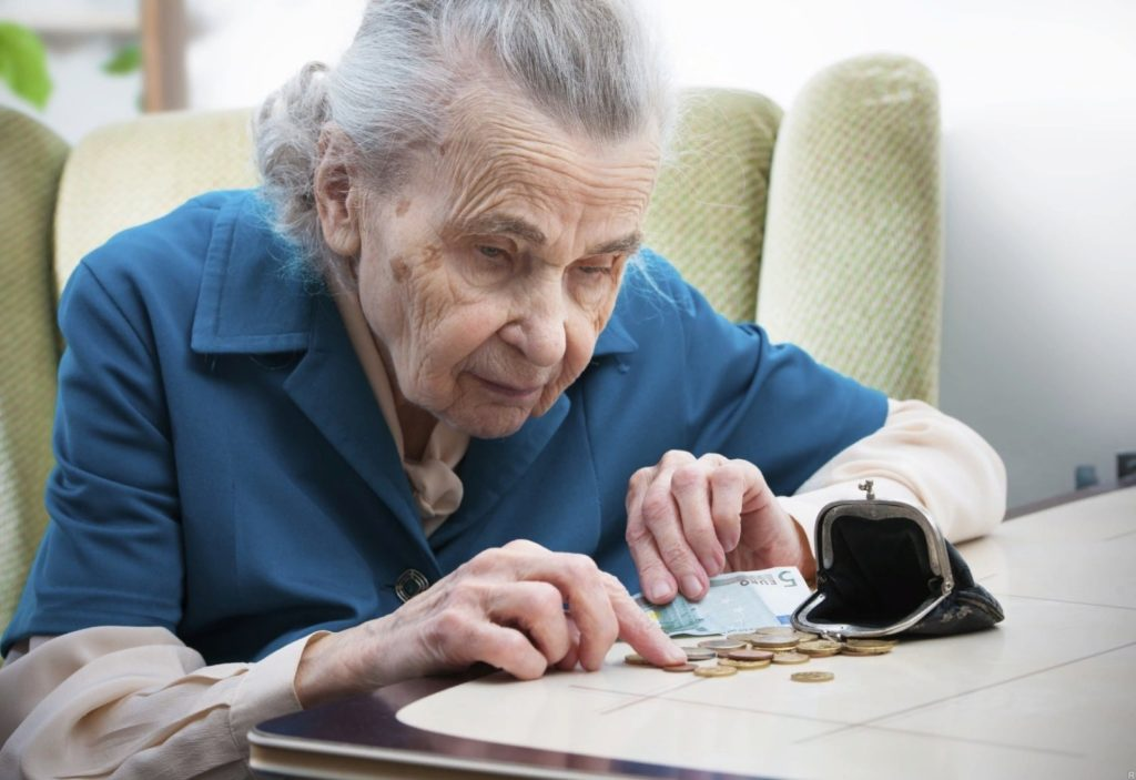 Финансовое положение пенсионеров во многом остается неутешительным