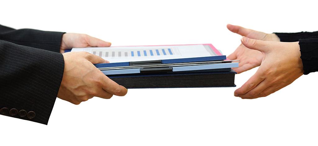 Помимо заявления в ИФНС необходимо также отправить весь набор требуемых документов