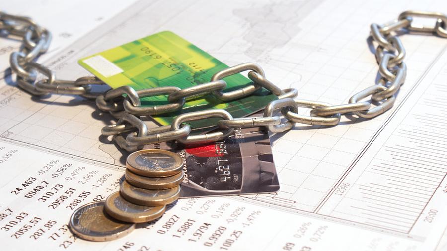 При отказе должника контактировать с приставом происходит арест его счетов