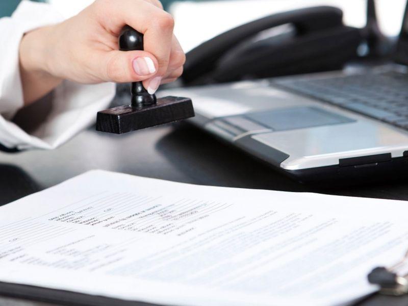 После подписания договора продавец забирает деньги, предназначенные для оплаты недвижимости