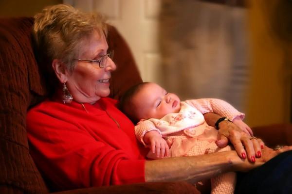 Если заботой о ребенка занимаются другие родственники, нужно также предоставить определенные документы для получения пособия