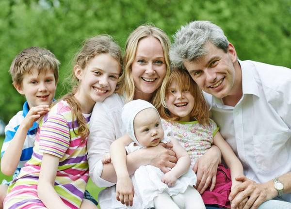 Многодетные матери, а также те, кто ухаживает за ребенком-инвалидом, могут выйти на пенсию раньше срока