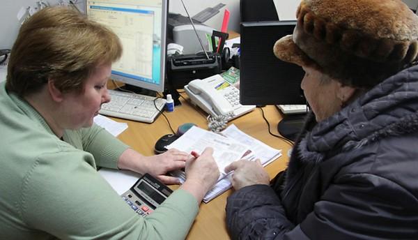 Сотрудник службы должен проверить правильность заполнения заявления