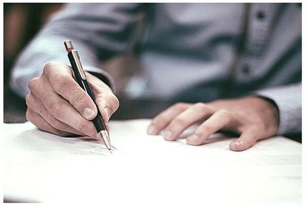 В заявлении нужно дать отсылки к законодательству, в котором закреплено право сотрудника на получение пособия