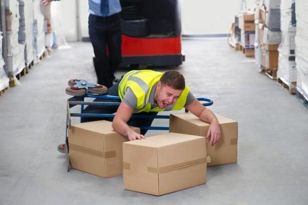 Размер единовременных выплат зависит от степени нетрудоспособности и заработка сотрудника, с которым произошел несчастный случай