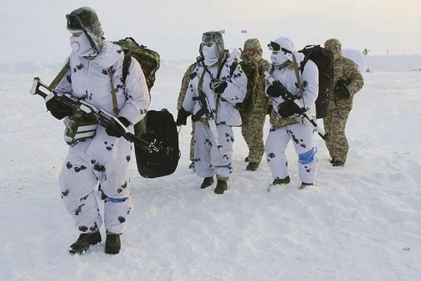 Для военных, проходящих службу в районе Крайнего Севера, положены надбавки к денежному довольствию