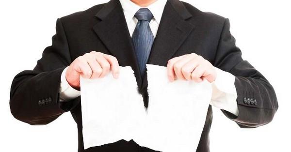 Как правило, трудовые договоры расторгаются со всеми сотрудниками – работодатели не предлагают альтернативных должностей