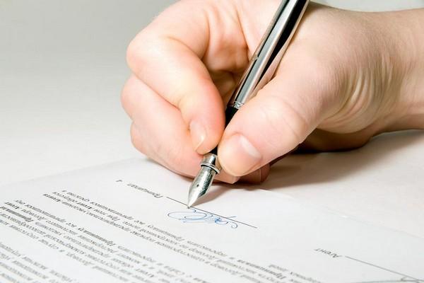 Заявление на компенсацию должен писать тот родитель, который заключал договор с ДОУ