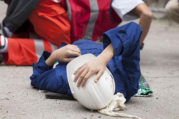 Если поездка, в которой случилась авария, повлекшая травмы, была по служебным целям, сотруднику положены выплаты