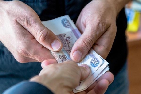 Размер выплат может быть разным, поскольку он зависит от стажа гражданина, а также условий, места работы