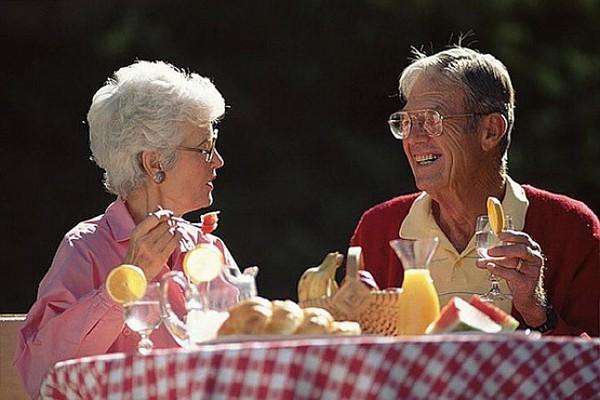 Стоит заранее думать о том, как пройдет старость, чтобы провести ее достойно, не в бедности