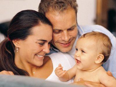 Государство способствует созданию условий, чтобы заинтересовать людей в усыновлении детей