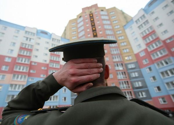 Даже при увольнении по состоянию здоровья военнослужащий остается в очереди на квартиру