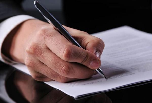 В заявлении нужно указать информацию о себе, о ребенке, дать ссылку на закон