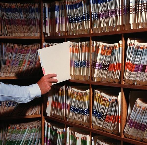 Если предприятие было ликвидировано, можно обратиться в муниципальный архив или Пенсионный фонд