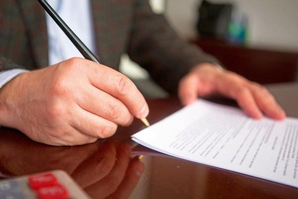 Премии и иные дополнительные выплаты оговариваются в трудовом договоре