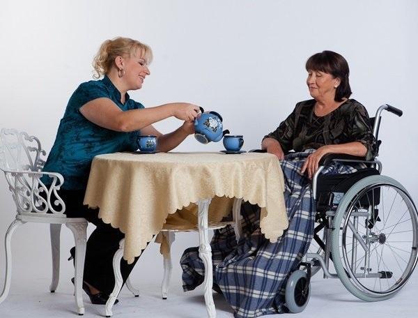 Неработающие граждане, ухаживающие за инвалидами 1 группы, престарелыми гражданами, получают ежемесячную выплату в 1200 рублей