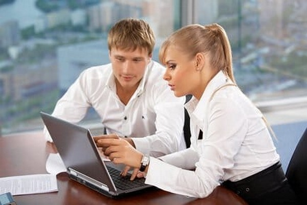 Работодатель является налоговым агентом, и он может предоставить вычет в случае, если с зарплаты сотрудника регулярно отчислялись налоги