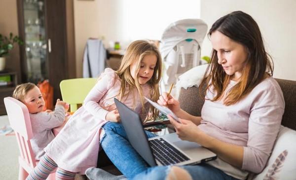 Если родитель обучается в университете, для получения пособия нужно будет собрать несколько иной пакет документов