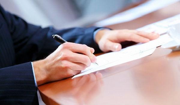 Сотрудник обязан расписаться в приказе об увольнении