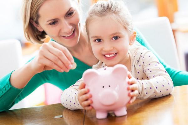 Компенсация выплачивается родителям, если ребенка, которому исполнилось полтора года, не получается устроить в детский сад
