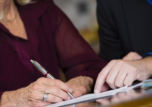 Можно подать заявление лично или через работодателя