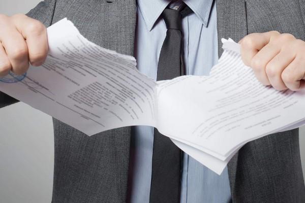Если гражданин решает расторгнуть договор с НПФ, то размер использованного вычета удерживается из выкупной суммы