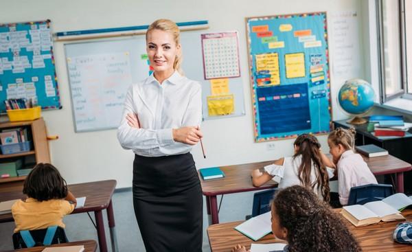 Молодые специалисты – учителя – могут получать прибавку к заработной плате в Москве