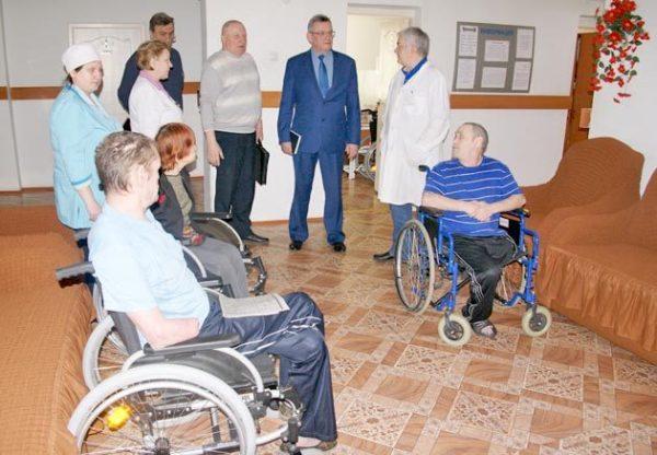 Для инвалидов необходимо дополнительно предоставить справку, выданную медико-социальной экспертизой