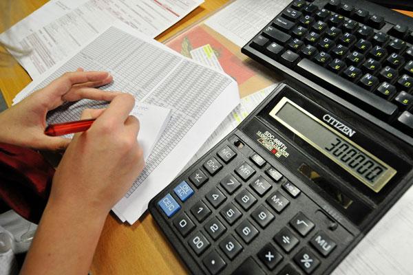 Для того, чтобы получить компенсацию потраченных на оплату больничного средств, бухгалтер направляет отчет в ФСС