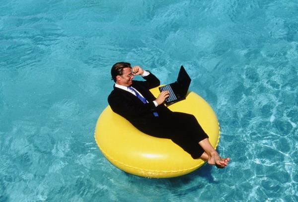 Каждый работник имеет право на минимальные две отпускных недели отпуска ежегодно