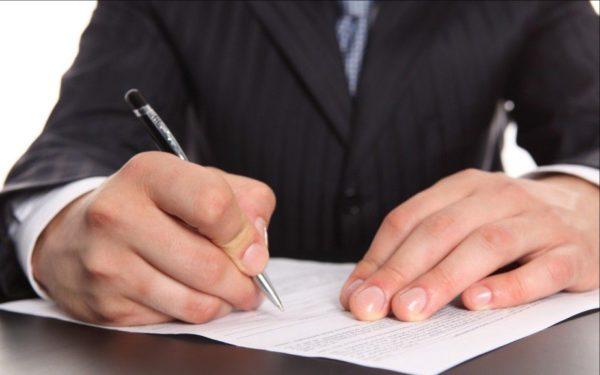 Неоплачиваемый отпуск, взятый работником по собственной инициативе, не является причиной для дополнительных выплат