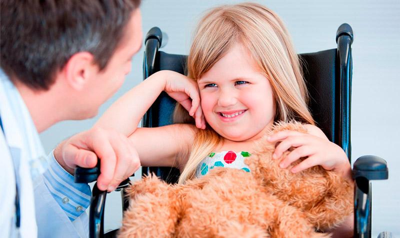 При наличии одного ребенка-инвалида в семье, один из родителей имеет право на досрочную пенсию