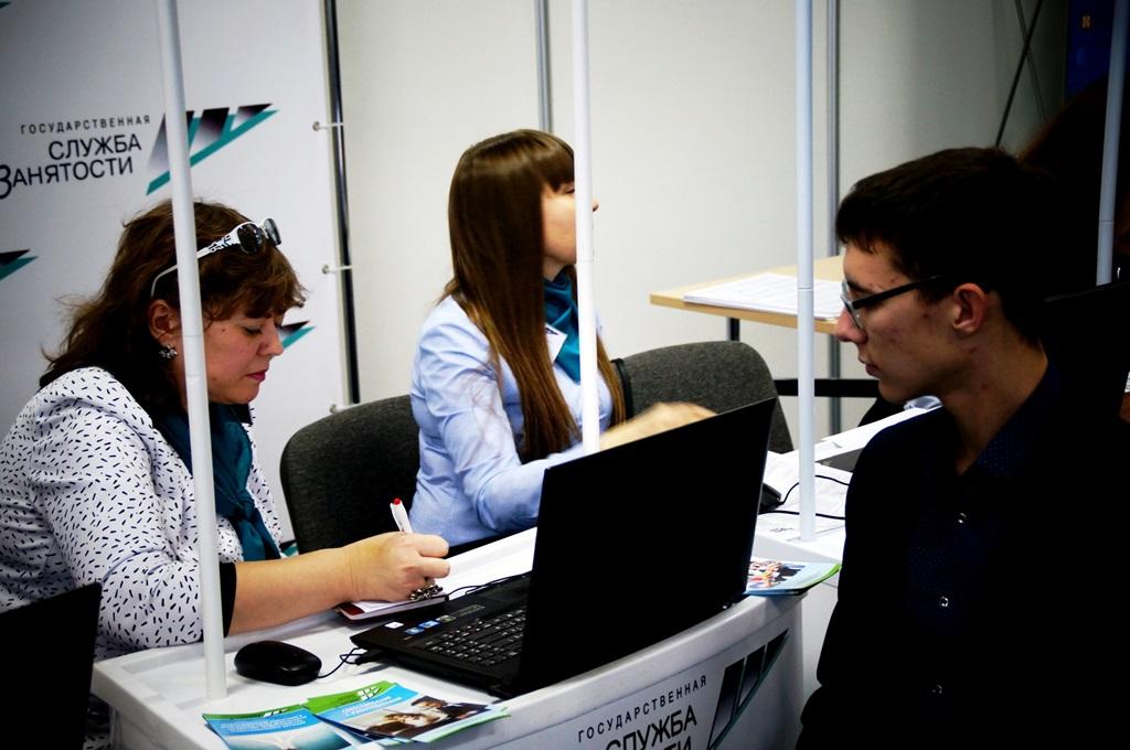 Сотрудники службы подбирают наиболее подходящие вакансии для каждого соискателя