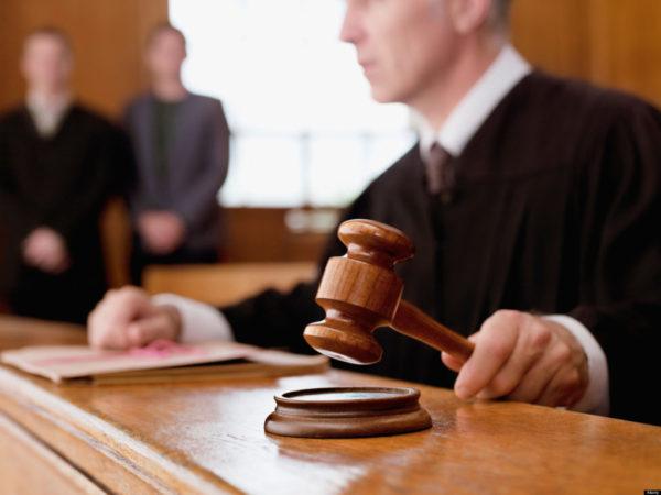 Судебное решение - основной и единственный источник, дающий право представителям ФССП и банку запускать руки в чужой счет
