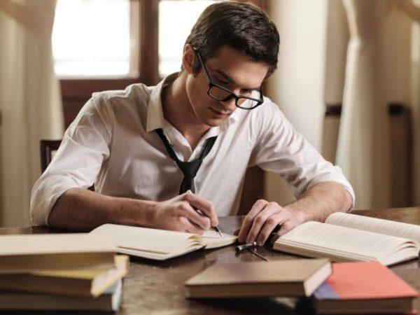 Учебный отпуск предоставляется сотрудникам, которые проходят заочное обучение в ВУЗах на время сессии