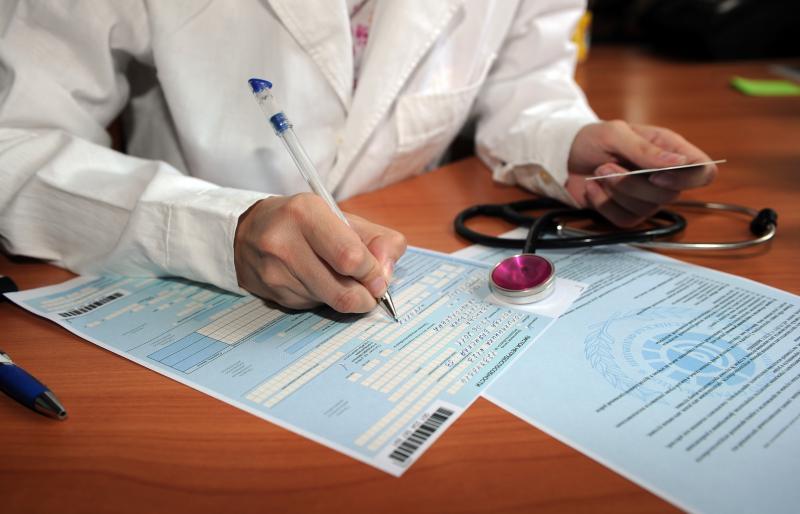 В большинстве случаев выдачей листов нетрудоспособности занимаются врачи районных поликлиник