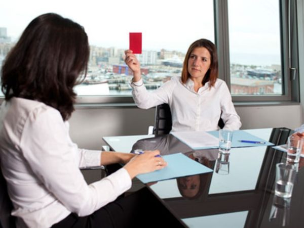 В некоторых случаях возможен пересмотр размера выплат или полный отказ руководителя предприятия оплачивать компенсацию