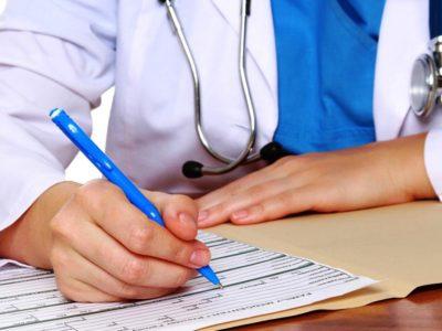 Врач продлевает больничный в соответствие с показаниями