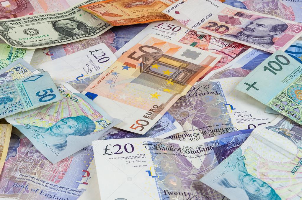 Рекомендуется хранить деньги в разных валютах