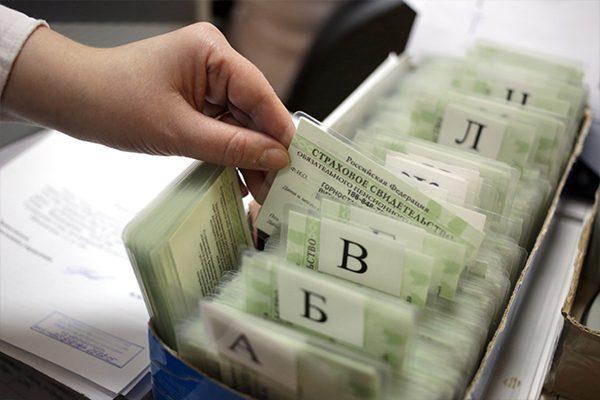 Даже представители официальных государственных структур привыкли называть данную карточку СНИЛС, тогда как настоящее ее название - страховое свидетельство государственного пенсионного страхования, то есть ССГПС