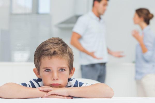 Биологические родители лишатся всех прав на ребенка при его усыновлении другой семьей